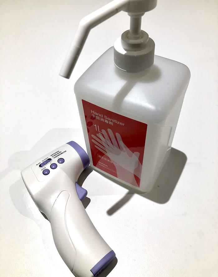 アルコール消毒液と検温機器